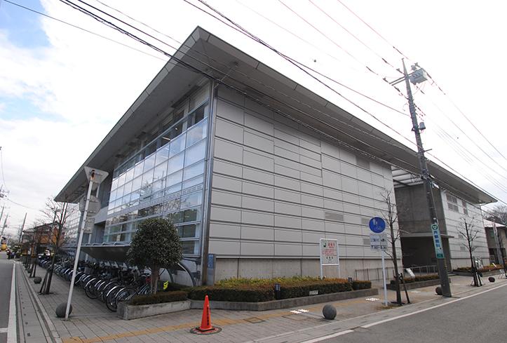 蓮田市図書館(徒歩4分)