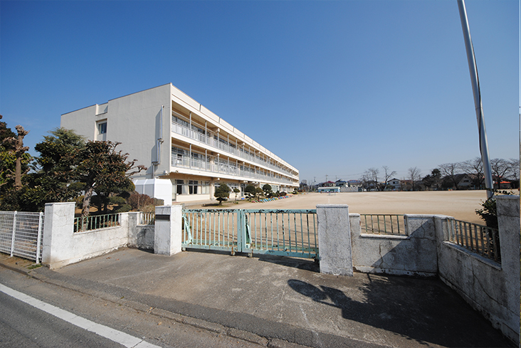 桶川西小学校(徒歩約3分)