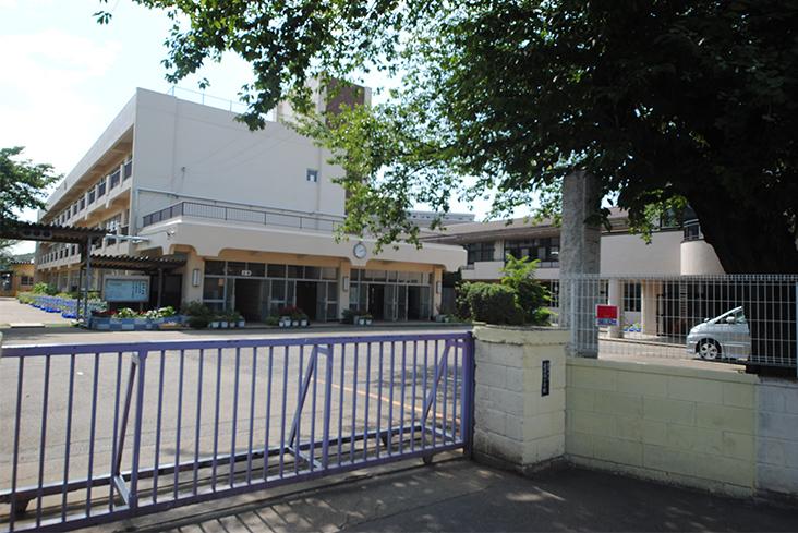 蓮田南小学校(徒歩5分)